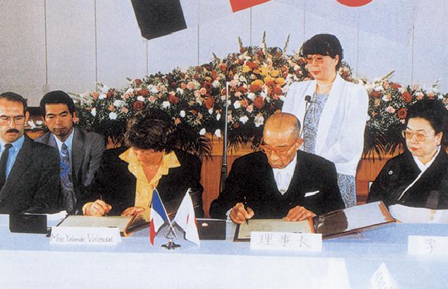 「シャトー・デ・クードレィ校」との姉妹校提携調印式(1986年)